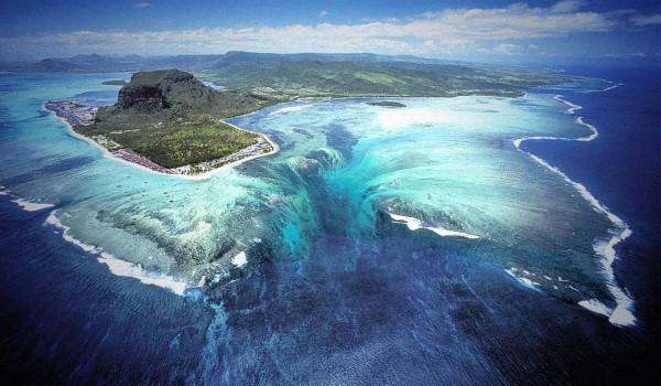 Подводный-водопад-на-Маврикии-2